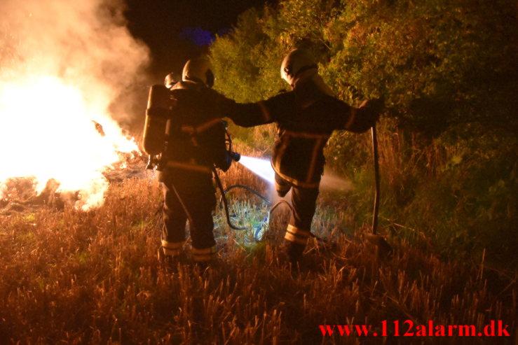 Ild i Halmstak. Gammelmarksvej ved Vejle. 04/09-2021. Kl. 21:21.
